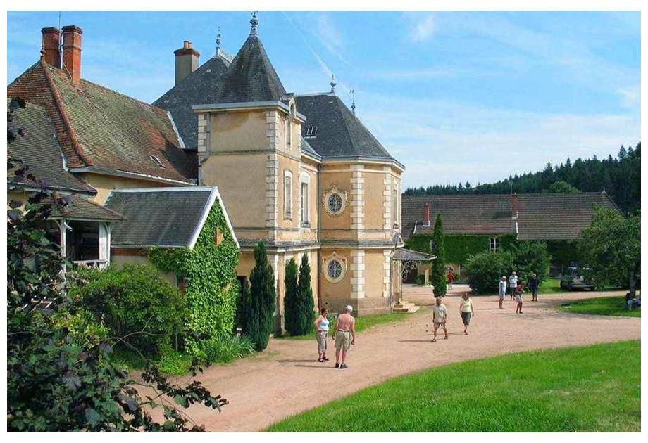 Campsite Le Chateau de Montrouant